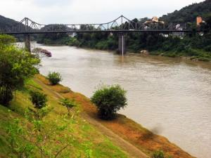 ponte_sobre_o_rio_itajai