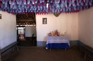 altar_e_foto_de_santa_dica