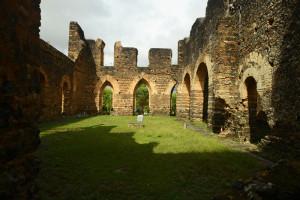 vista interna da igreja inacabada em alagoinhas